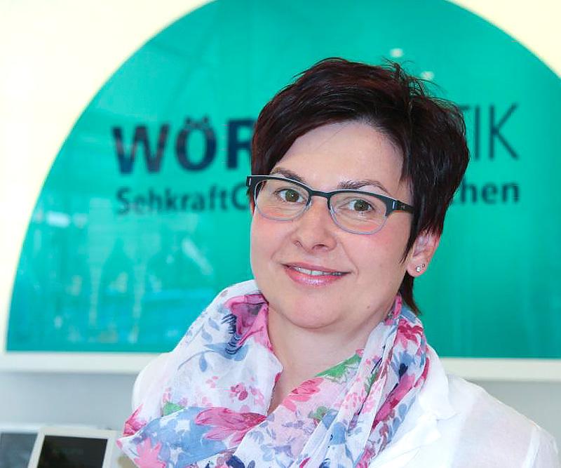 Birgit-Pröstler,-Abteilung-Brille,-staatl.-gepr.-Augenoptikermeisterin.jpg