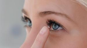 Kontaktlinsenpflege-weiche Kontaktlinsen
